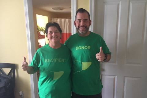 Man Loses 80 Pounds To Donate Part of Liver to Mom