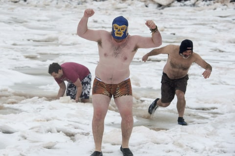 Swimmers Start New Year With Icy Plunges