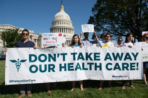 Insurance Brokers Pick Up Obamacare Sign-Up Slack