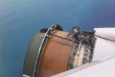 United Boeing 777 loses engine cowling on Honolulu flight as horrified passengers watch