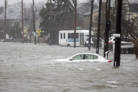 Nor'easter hammers East Coast