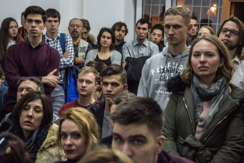 Russian election: Navalny rallies army of observers to counter Putin