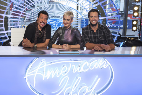 'American Idol' is back and more patriotic than ever. No wonder it's so boring.