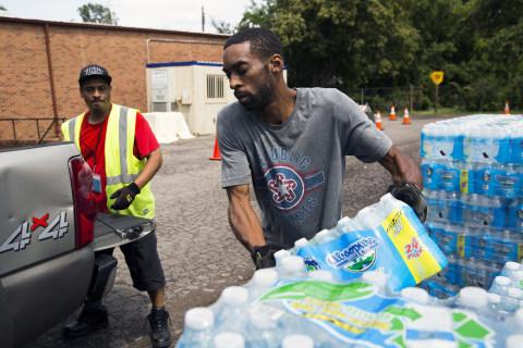 Lead crisis: Flint braces as Michigan shuts down free bottled water sites