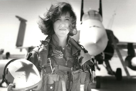 Tammie Jo Shults, who landed crippled Southwest plane, was one of first female fighter pilots in U.S. Navy