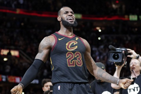 LeBron James hits last-second, game-winning shot to stun Pacers