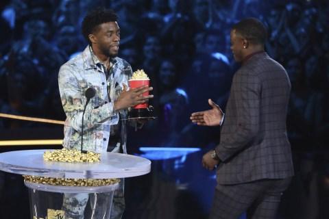'Black Panther' star Chadwick Boseman honors Waffle House hero at MTV awards