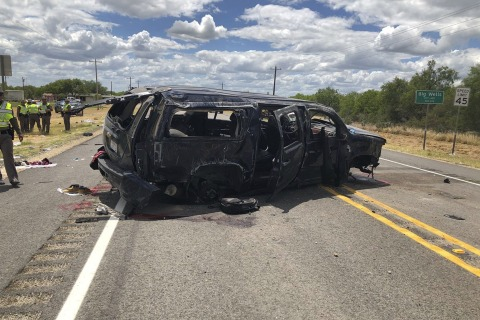 Five charged after Texas  crash that killed 5 migrants