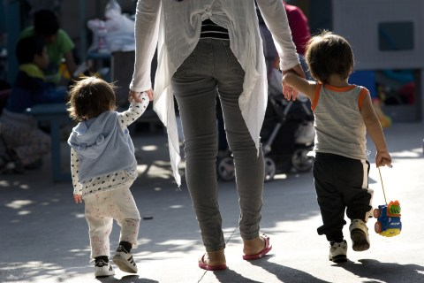 Prosecution of some migrant parents stops despite 'zero-tolerance' policy