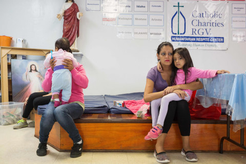 Justice Department asks court for right to detain migrant families for long periods