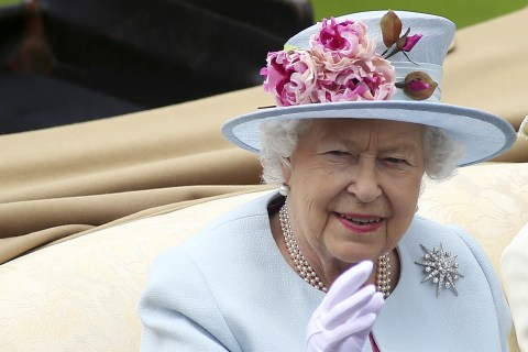 Australians spam politicians for free portrait of queen after legislative quirk surfaces