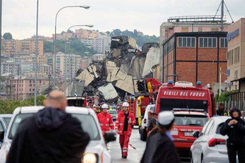 Genoa bridge collapse leaves apocalyptic scene