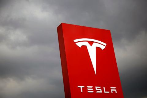 Tesla shares dive after Musk fails to hit production target