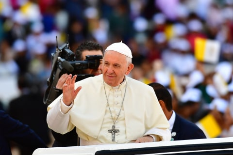 Pope Francis offers to mediate between Venezuelan leaders, likens it to marriage counseling