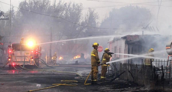 Spreading California Wildfires Destroy 100 Homes, Besiege Town
