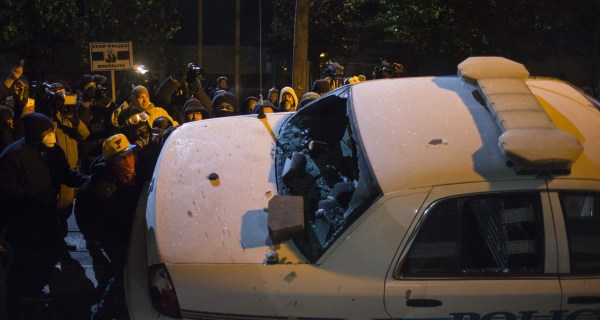 Ferguson Protesters in Tense Confrontation With Police, National Guard