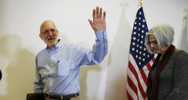 Cuba Frees American Alan Gross, Held for Five Years