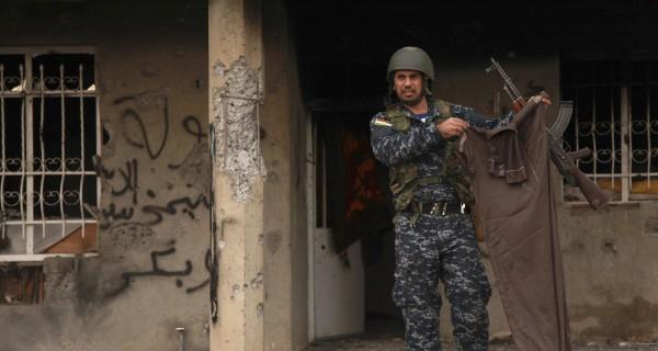 Peshmerga Fighters Free Yazidis Besieged by ISIS on Iraq's Sinjar Mountain