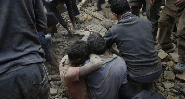 Nepal Earthquake: 7.9-Magnitude Tremor Hits Kathmandu, Everest