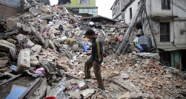 Nepal Earthquake: Aid Arrives, More Bodies Found on Everest