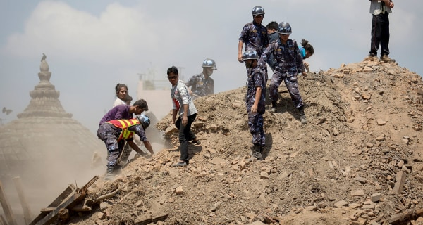 Nepal Earthquake: Rescuers Struggle to Reach Villages as Toll Hits 3,700