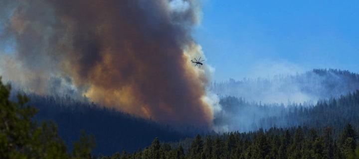 Le feu était passé à 5.700 hectares, mais la nuit de la croissance est due à l'épuisement des efforts, ont indiqué des responsables.