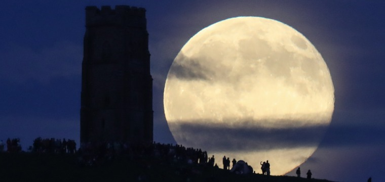 'Strawberry' Moon Shines During Summer Solstice