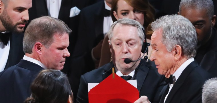 Oscars Screwup Gives 'Moonlight's' Best Picture Award to 'La La Land'