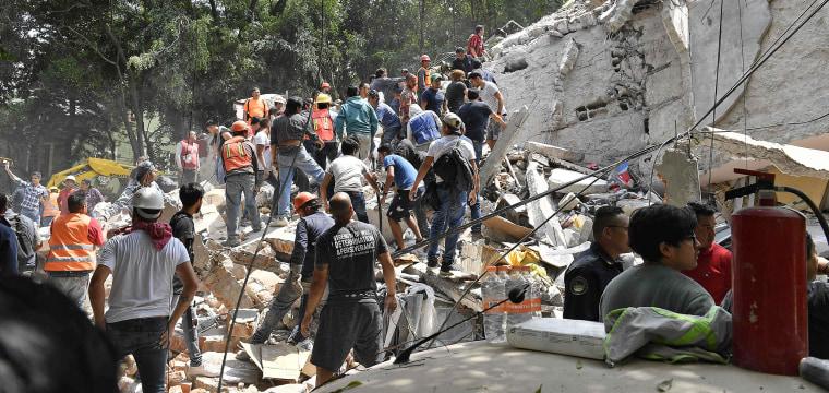 Powerful Earthquake Shakes Mexico City, Collapses Buildings, Kills Dozens