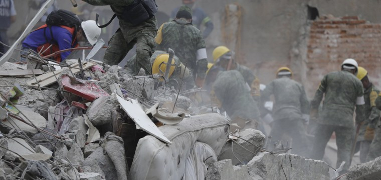 Frantic Rescues Continue as Mexico Quake Deaths Rise to 273