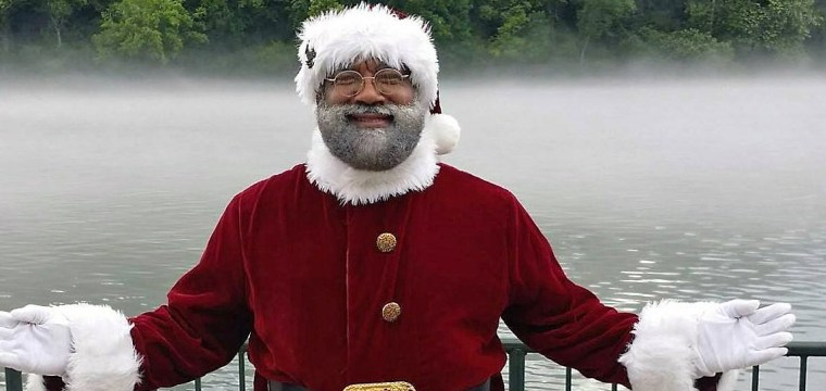 First black Santa in nation's largest mall talks diversity behind the red suit