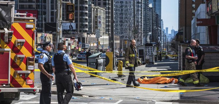9 dead, 16 injured in Toronto after van strikes pedestrians