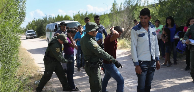 Pentagon sending military lawyers to border to help prosecute immigration cases