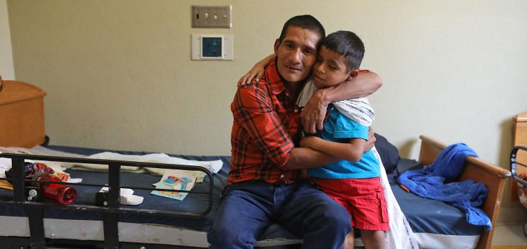 Facing deadline, government reunified 364 of 2,500-plus migrant children