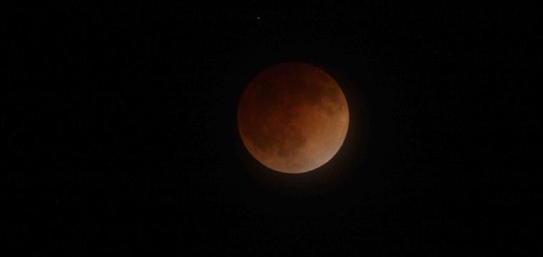 190118-full-lunar-eclipse-al-1019_5ca13ef449d9056570401a30dd9c1228.nbcnews-fp-760-360.jpg
