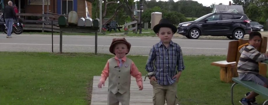 6 Year-Old Helps Younger Brother in Campaign for Mayor