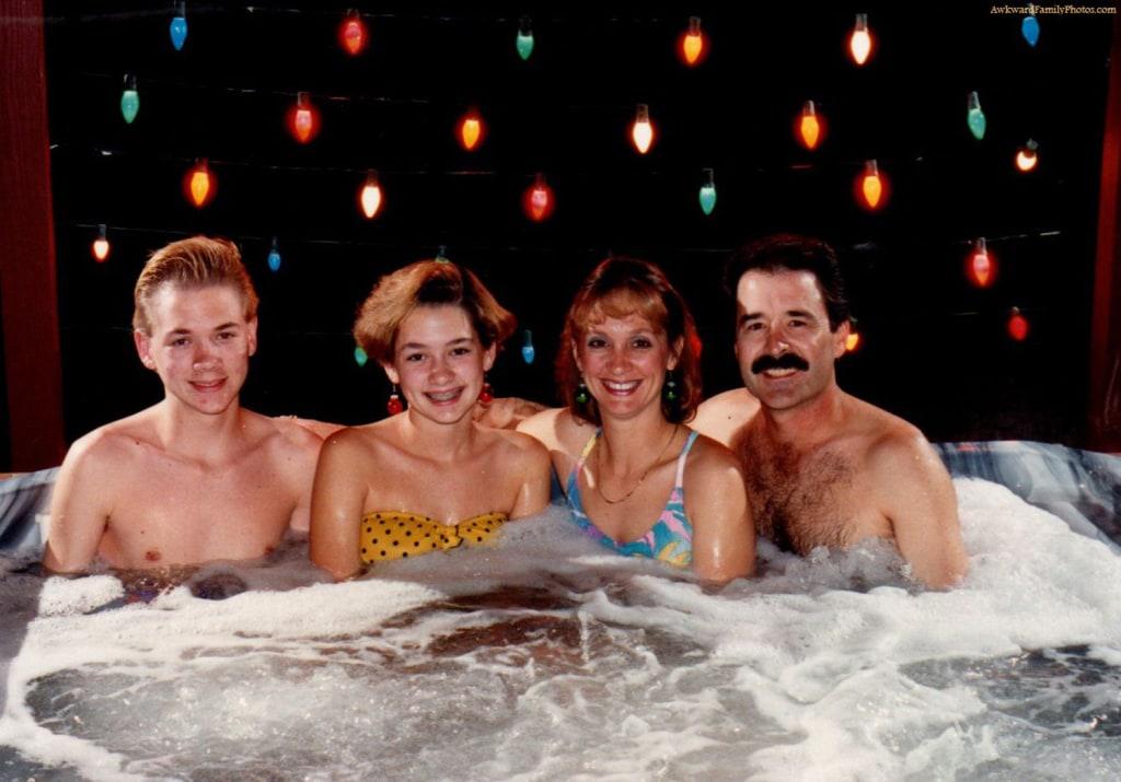 семейный нудизм скандальное фото