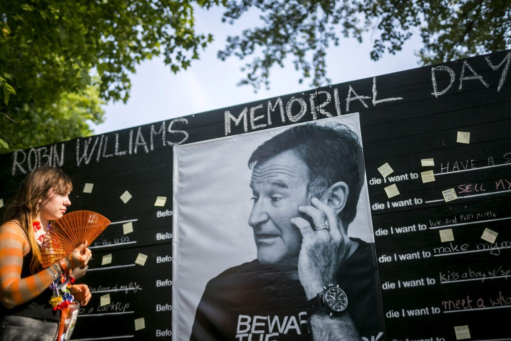 'You Were Loved': Nation Pays Tribute to Late Robin ...