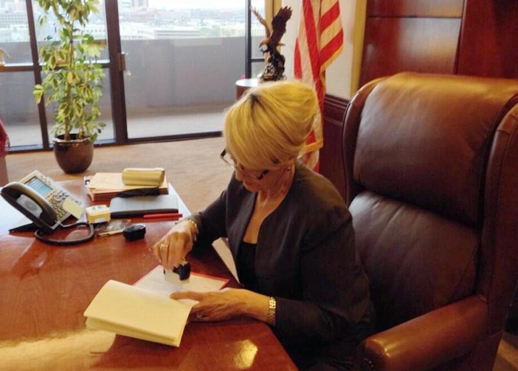 Image: Arizona Governor Jan Brewer vetoes SB 1062