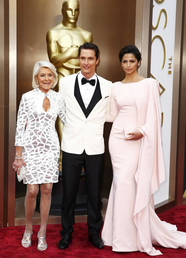 Image: McConaughey, his wife and mother pose at the 86th Academy Awards in Hollywood