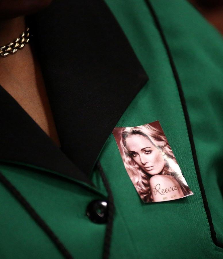 Image: Woman wears photo of Reeva Steenkamp in court