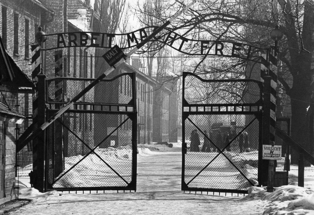 Image: Gates Of Auschwitz in 1965