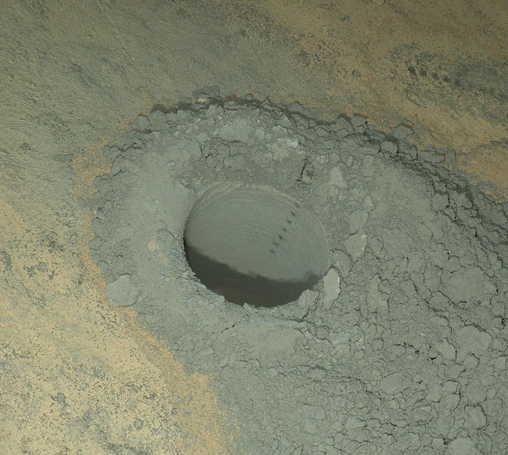 Image: Hole on Mars