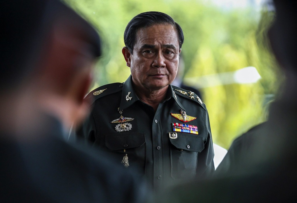 Image: Thai Army chief General Chan-ocha arrives before a meeting with high ranking officials at the Army Club, after the army declared martial law nationwide to restore order in Bangkok