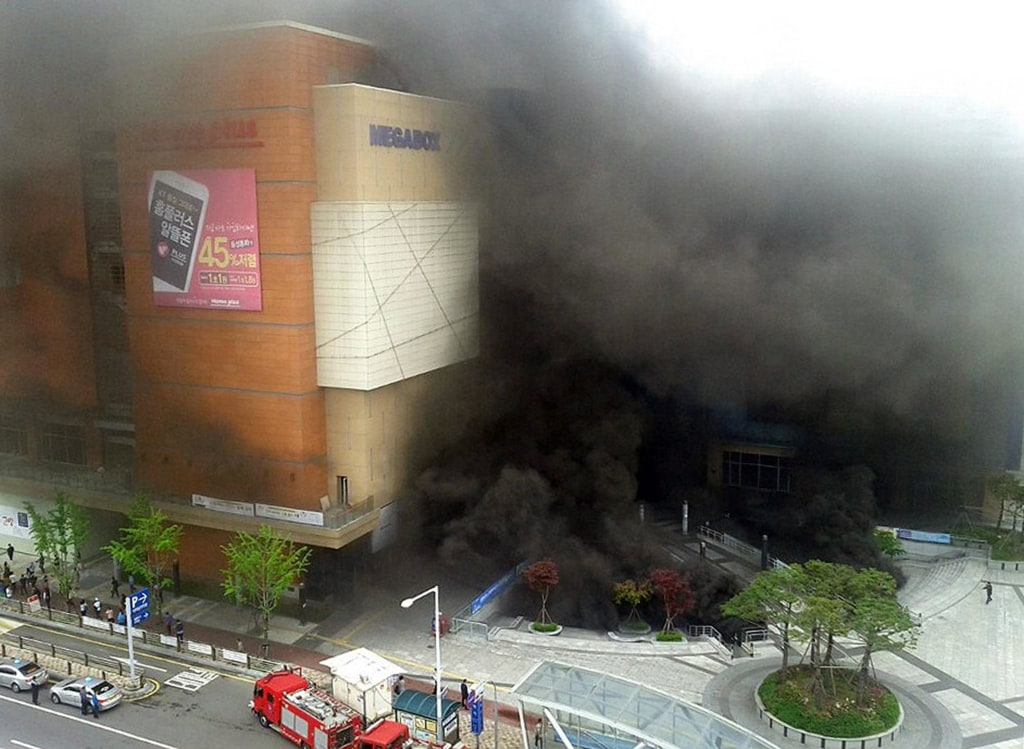 Image: Smoke rises after a broke out at a bus terminal and shopping mall complex in Goyang