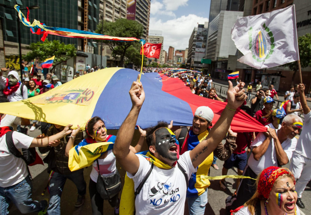 Image: Protesters call for release of demonstrators detained in Venezuelan anti-government protests