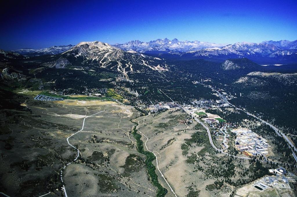 Image: Area around Mammoth Lakes and the Mammoth Mountain ski area