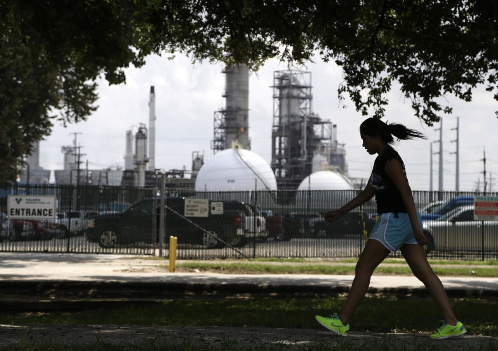 Image: Oil refinery in Houston