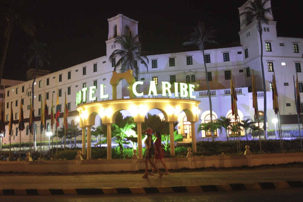 Image: Prostitutes walk in front of the Hotel Caribe in Cartagena (© Reuters file)