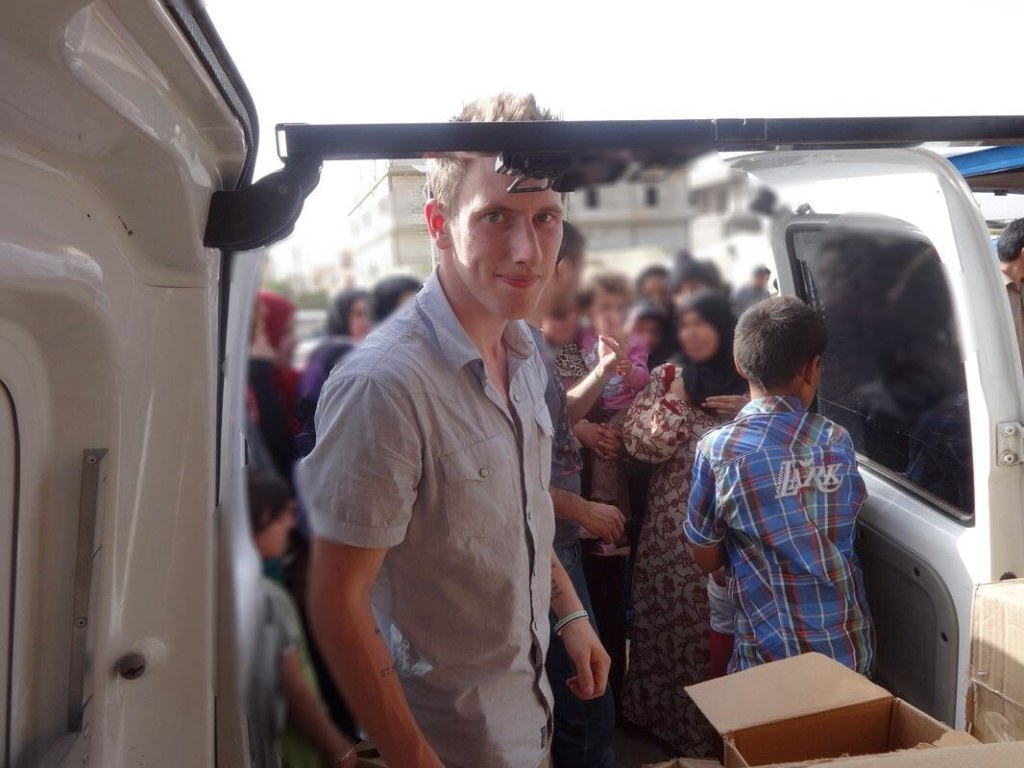 IMAGE: Peter Kassig making a food delivery to refugees